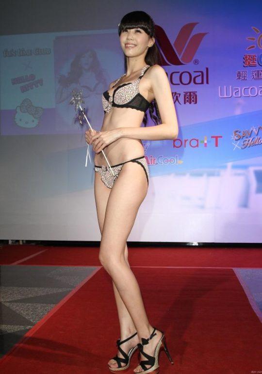 【土人文化】中国人の下着ファッションショー、マン毛処理の概念が無かった結果wwwwwwwwwwwwwwwww(画像30枚)・25枚目