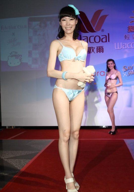 【土人文化】中国人の下着ファッションショー、マン毛処理の概念が無かった結果wwwwwwwwwwwwwwwww(画像30枚)・26枚目