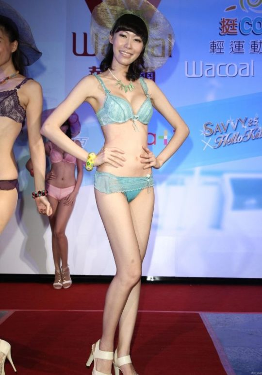 【土人文化】中国人の下着ファッションショー、マン毛処理の概念が無かった結果wwwwwwwwwwwwwwwww(画像30枚)・29枚目