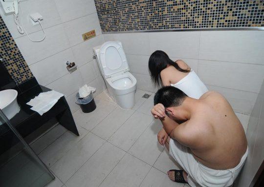 【悲報】見せしめ摘発で晒された売春宿の女たちをご覧くださいwwwwwwww(画像あり)・2枚目