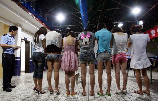 【悲報】見せしめ摘発で晒された売春宿の女たちをご覧くださいwwwwwwww(画像あり)・7枚目