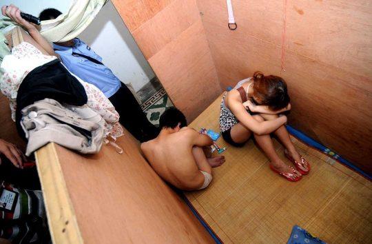 【悲報】見せしめ摘発で晒された売春宿の女たちをご覧くださいwwwwwwww(画像あり)・8枚目