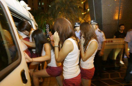 【悲報】見せしめ摘発で晒された売春宿の女たちをご覧くださいwwwwwwww(画像あり)・15枚目