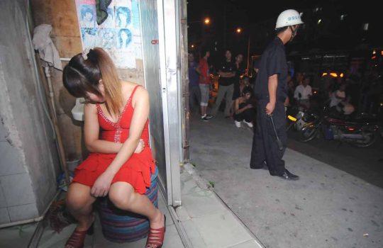 【悲報】見せしめ摘発で晒された売春宿の女たちをご覧くださいwwwwwwww(画像あり)・16枚目
