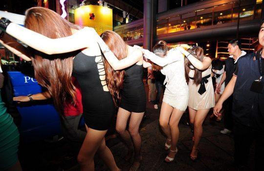 【悲報】見せしめ摘発で晒された売春宿の女たちをご覧くださいwwwwwwww(画像あり)・18枚目