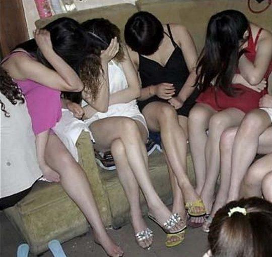 【悲報】見せしめ摘発で晒された売春宿の女たちをご覧くださいwwwwwwww(画像あり)・22枚目