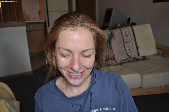 【ブッカケマニア朗報】ぶっ掛けられた後に最高の笑顔が出来る外人まんさん、有能過ぎワロタwwwwwwwwwwww(画像30枚)・21枚目