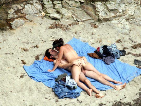【迷惑行為】ガイジ外人カップルさん、ヌーディストビーチとセックスビーチを混同してしまうwwwwwwwwww(画像30枚)・16枚目