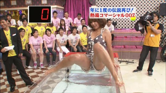 【芸能人・マンコ】TVで堂々と放送された女性タレントの股間をご覧くださいwwww(画像130枚)・23枚目