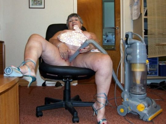 【ダイナミックオナニー】外人まんさん、掃除機オナニーでダイソンを使うwwwwwwwwwwwwwwwwwww(画像30枚)・30枚目