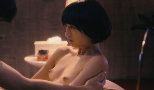 【有能監督】ベテラン女優が存在感を見せつける渾身の濡れ場、実は半分以上はストーリーに関係無いって事おまえら知ってる?wwwww(画像あり)・1枚目