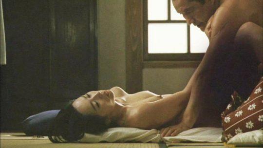【有能監督】ベテラン女優が存在感を見せつける渾身の濡れ場、実は半分以上はストーリーに関係無いって事おまえら知ってる?wwwww(画像あり)・4枚目
