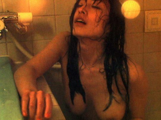 【有能監督】ベテラン女優が存在感を見せつける渾身の濡れ場、実は半分以上はストーリーに関係無いって事おまえら知ってる?wwwww(画像あり)・12枚目