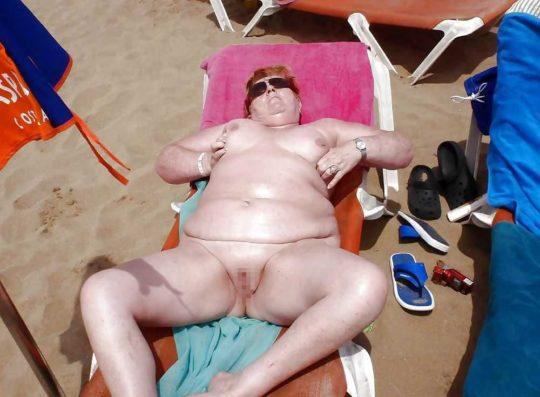 【ありがた迷惑】白豚まんさん「せっかくヌーディストビーチやし裸晒したろwおまえらシコってええでwww」←マジで死ね!!!!!!(画像あり)・4枚目