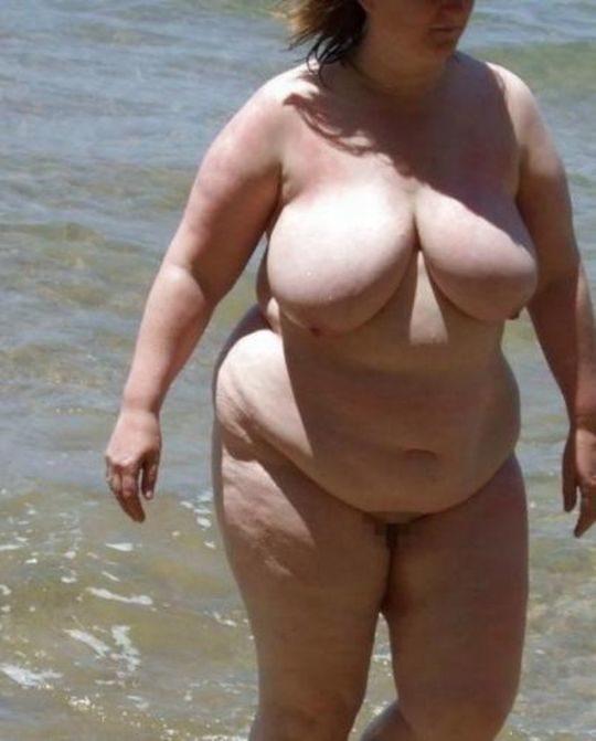 【ありがた迷惑】白豚まんさん「せっかくヌーディストビーチやし裸晒したろwおまえらシコってええでwww」←マジで死ね!!!!!!(画像あり)・9枚目