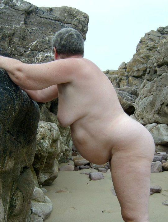 【ありがた迷惑】白豚まんさん「せっかくヌーディストビーチやし裸晒したろwおまえらシコってええでwww」←マジで死ね!!!!!!(画像あり)・28枚目