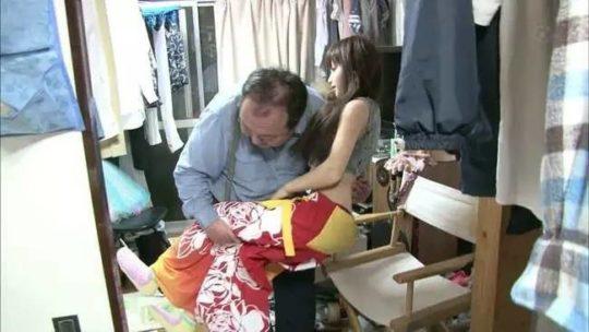 【日本の恥晒し】妻子持ちのラブドールマニア、世界のニュースで紹介されるwwwwこれアカンやろwwwwwwwwww(画像あり)・11枚目