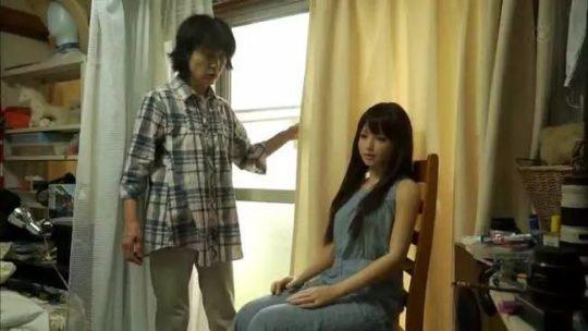 【日本の恥晒し】妻子持ちのラブドールマニア、世界のニュースで紹介されるwwwwこれアカンやろwwwwwwwwww(画像あり)・14枚目