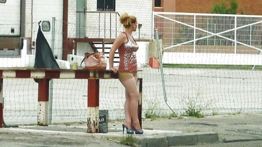 【路上相場50$】外国のお尻丸出し路上売春婦、ゲームGTAまんまでワロタwwwwwwwwwww(画像30枚)・6枚目