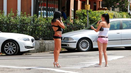 【路上相場50$】外国のお尻丸出し路上売春婦、ゲームGTAまんまでワロタwwwwwwwwwww(画像30枚)・11枚目