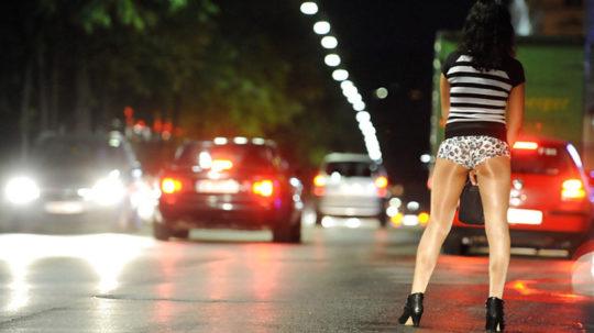 【路上相場50$】外国のお尻丸出し路上売春婦、ゲームGTAまんまでワロタwwwwwwwwwww(画像30枚)・14枚目