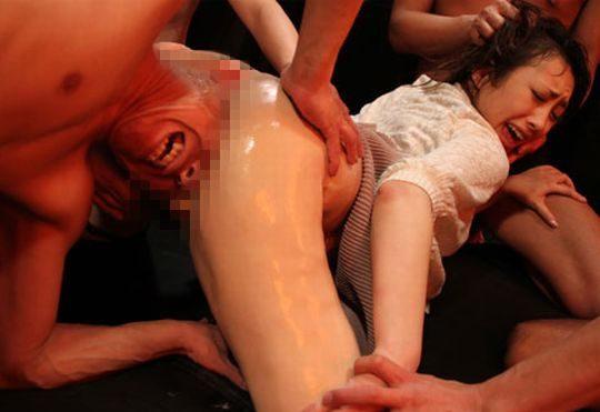 【スカルファック】マ ン コ に 大 人 の 頭 を 挿 入 さ れ た A V 女 優 の 末 路 ・・・おい、これガチではいっとるやんけ。。 (画像あり)・1枚目