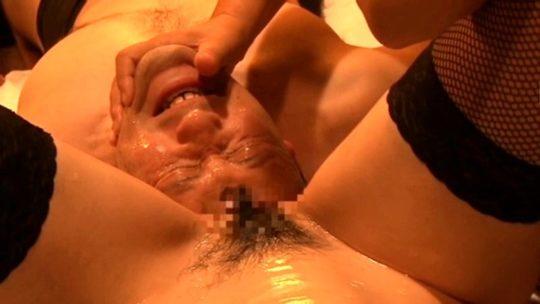 【スカルファック】マ ン コ に 大 人 の 頭 を 挿 入 さ れ た A V 女 優 の 末 路 ・・・おい、これガチではいっとるやんけ。。 (画像あり)・11枚目