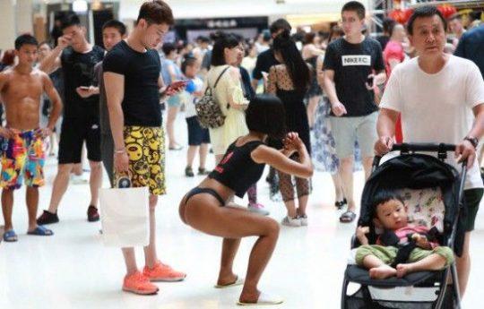【圧倒的美尻】中国遼寧省のショッピングモールで開催された美尻コンテスト、302番の尻が圧倒的過ぎてワロタwwwwwwwwww(画像あり)・11枚目