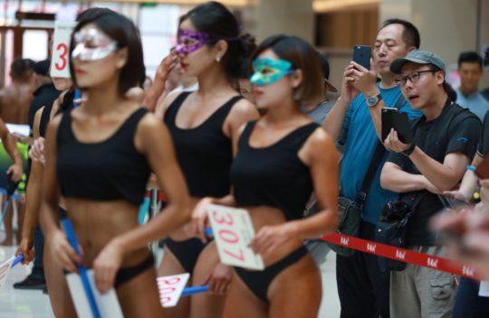 【圧倒的美尻】中国遼寧省のショッピングモールで開催された美尻コンテスト、302番の尻が圧倒的過ぎてワロタwwwwwwwwww(画像あり)・12枚目