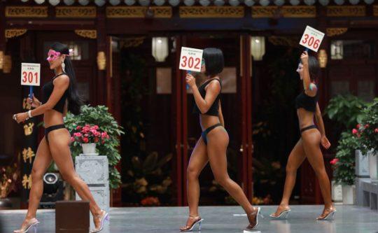 【圧倒的美尻】中国遼寧省のショッピングモールで開催された美尻コンテスト、302番の尻が圧倒的過ぎてワロタwwwwwwwwww(画像あり)・15枚目