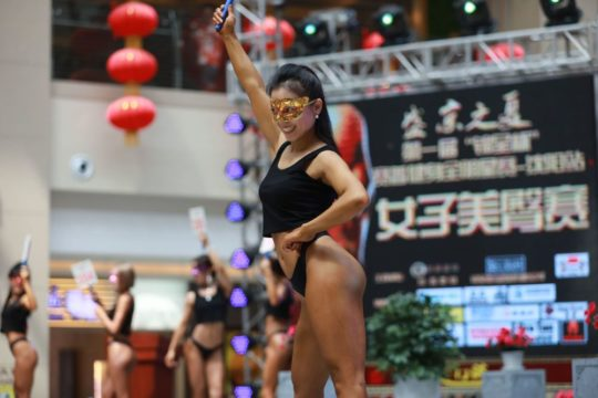 【圧倒的美尻】中国遼寧省のショッピングモールで開催された美尻コンテスト、302番の尻が圧倒的過ぎてワロタwwwwwwwwww(画像あり)・16枚目