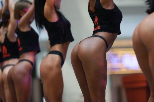 【圧倒的美尻】中国遼寧省のショッピングモールで開催された美尻コンテスト、302番の尻が圧倒的過ぎてワロタwwwwwwwwww(画像あり)・17枚目