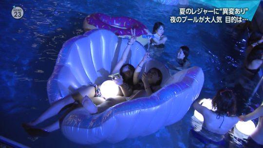 【ハッシュタグ検索推奨】最近インスタ女子に人気とTVで紹介されまくりな東京プリンスのナイトプール、こりゃ確かにエロ自撮りが捗るなwwwwwwwwwww(画像あり)・9枚目