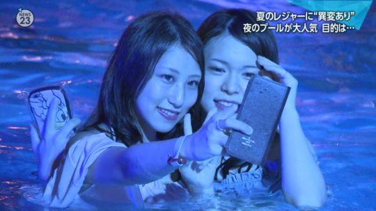 【ハッシュタグ検索推奨】最近インスタ女子に人気とTVで紹介されまくりな東京プリンスのナイトプール、こりゃ確かにエロ自撮りが捗るなwwwwwwwwwww(画像あり)・17枚目