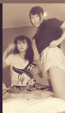 【神サービス】NMBメンバー矢倉楓子さん、オタの為にノーパンユルユルショートパンツでマン毛を見せつけるwwwwwwwwww(画像、GIFあり)・2枚目