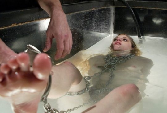 【すぐ死ぬ速報】外国人SMマニア(ガチ勢)に人気の水責め拷問、いつもより興奮する反面すぐ死ぬ模様・・・・・(画像30枚)・7枚目
