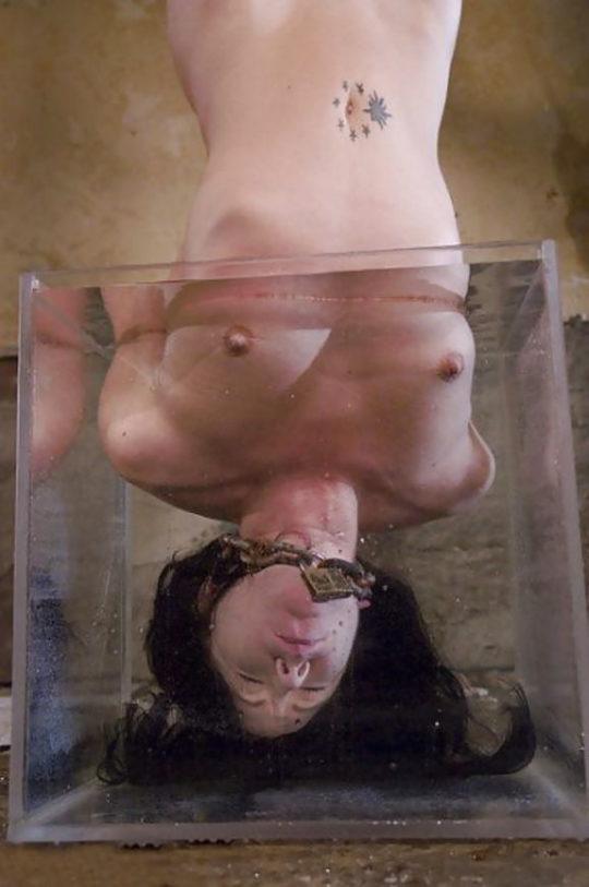 【すぐ死ぬ速報】外国人SMマニア(ガチ勢)に人気の水責め拷問、いつもより興奮する反面すぐ死ぬ模様・・・・・(画像30枚)・16枚目
