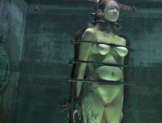 【すぐ死ぬ速報】外国人SMマニア(ガチ勢)に人気の水責め拷問、いつもより興奮する反面すぐ死ぬ模様・・・・・(画像30枚)・26枚目