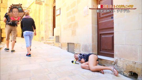 【巨尻美女】世界さまぁ~リゾートinマルタ、カメラマンが完全にこの美女の巨尻ロックオンしててワロタwwwwwwwwwwww(画像、GIFあり)・5枚目