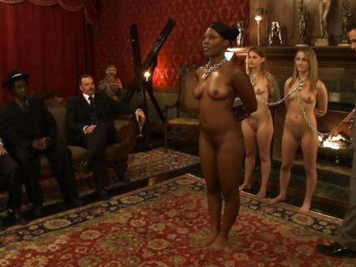 【男尊女卑】「男は着衣、女だけ裸」とかいう屈辱プレイ・・・(21枚)