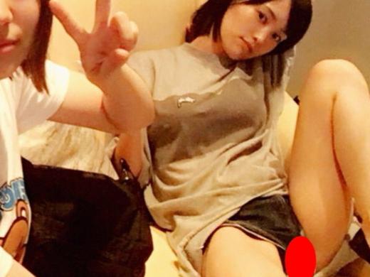 【※悲報】山本彩さん、SNSに陰毛ハミマン写真を誤爆して死亡。(画像あり)