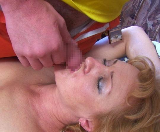 【本能】熟睡中の彼女の口にチンコ近づけてみた結果wwwwwwwwwwwwwwwwwww(画像あり)・21枚目