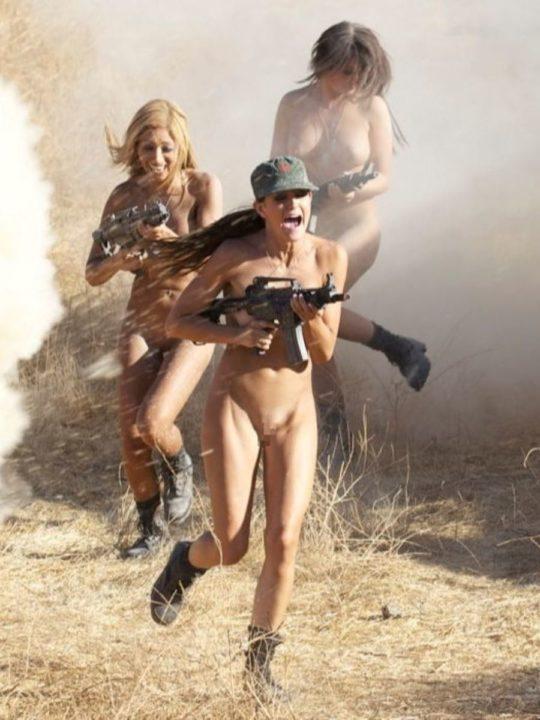 【大正義米軍】戦場で死線をくぐり抜けた女性兵士、SNSで残してきた恋人に楽しそうなおっぱい画像を送る好プレイwwwwwwwww(画像あり)・18枚目