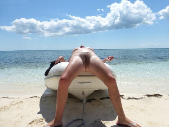 【紫外線殺菌】ヌーディストビーチで日焼けに余念が無い外人まんさん、まんこまで焼いててワロタwwwwwwwwwwwww(画像30枚)・2枚目