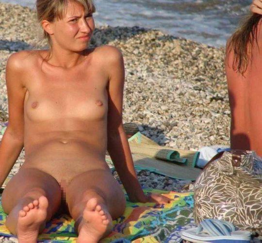 【紫外線殺菌】ヌーディストビーチで日焼けに余念が無い外人まんさん、まんこまで焼いててワロタwwwwwwwwwwwww(画像30枚)・6枚目