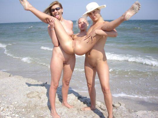 【紫外線殺菌】ヌーディストビーチで日焼けに余念が無い外人まんさん、まんこまで焼いててワロタwwwwwwwwwwwww(画像30枚)・16枚目
