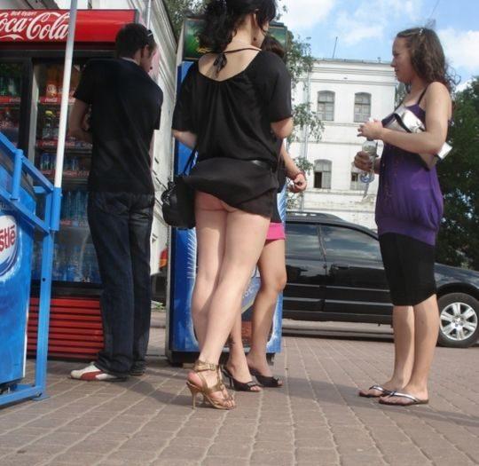 【外人あるある】外人盗撮ニキ「ミニスカやんけ、パンツ撮ったろw」まんさん「残念でしたー、ノーパンなので撮れませーんw」←コレwwwwwwwww・2枚目