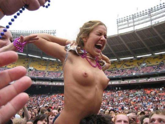 【Hooooooo!!】野外フェスが盛り上がり過ぎてしまったまんさんの末路www 拡散されて後悔不可避wwwwwwwwwwwwww(画像あり)・29枚目