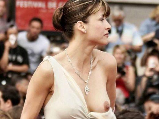 (プロ根性)超大カネ持ちのハリウッド金持ち女優、お乳ポ少女するまでが仕事でワロタwwwwwwwwwwwwwwwwwwww(写真30枚)