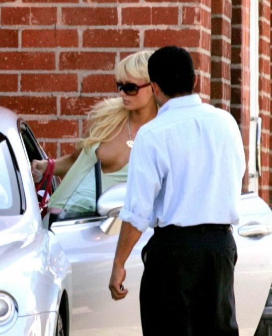 【プロ根性】超大金持ちのハリウッドセレブ女優、おっぱいポロリするまでが仕事でワロタwwwwwwwwww(画像30枚)・5枚目